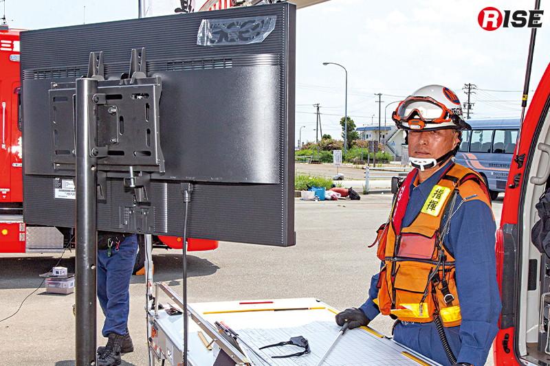 指揮本部にも24型モニターを設定し、情報周知が図られる。