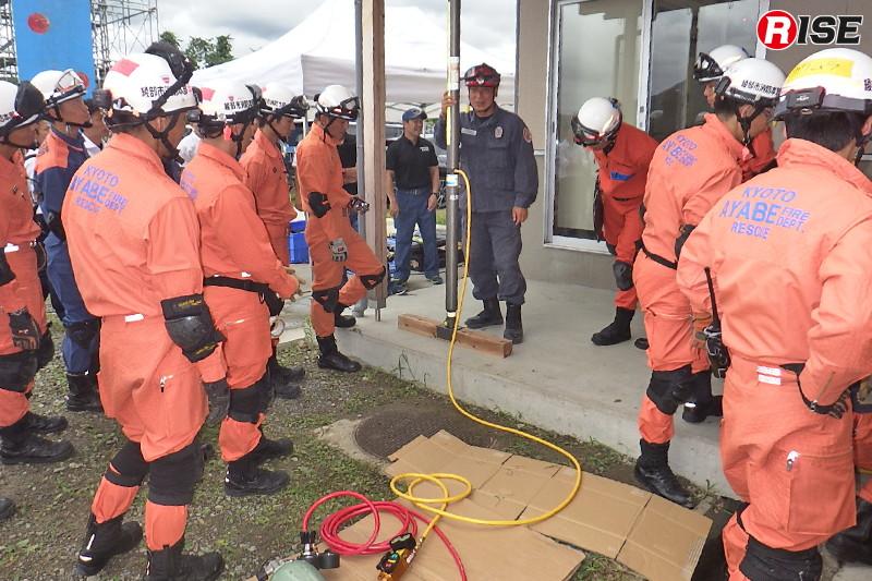 救助用支柱を活用したショアリングについてのレクチャー。