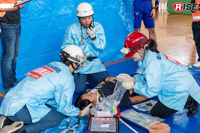 【外傷ブース】事故現場で横たわる高齢男性に的確な観察(評価)と処置を実施。