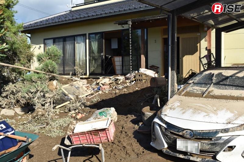 川の水は近隣住宅にも容赦なく襲った。