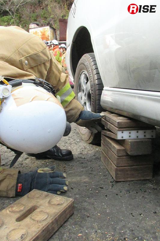 活動時は確実に車両の安全固定を行う。