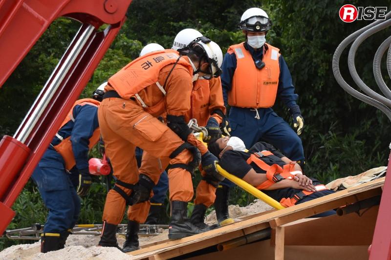 倒壊建物内から要救助者の救出に成功する。