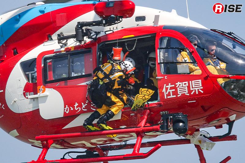 要救助者を機内へ引き込み、救出完了。