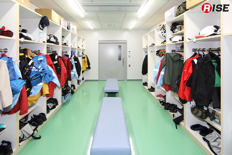 事務所スペースに隣接する出動準備室。