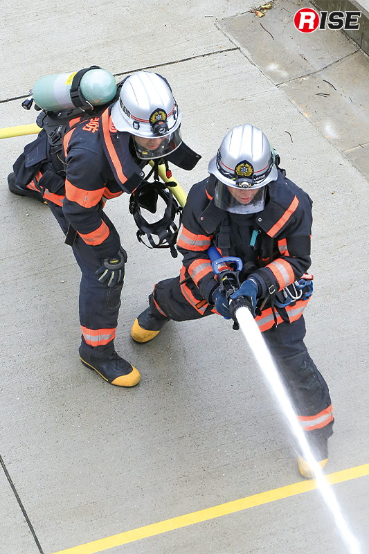 延焼阻止として火点標的2基に対して放水を実施する。
