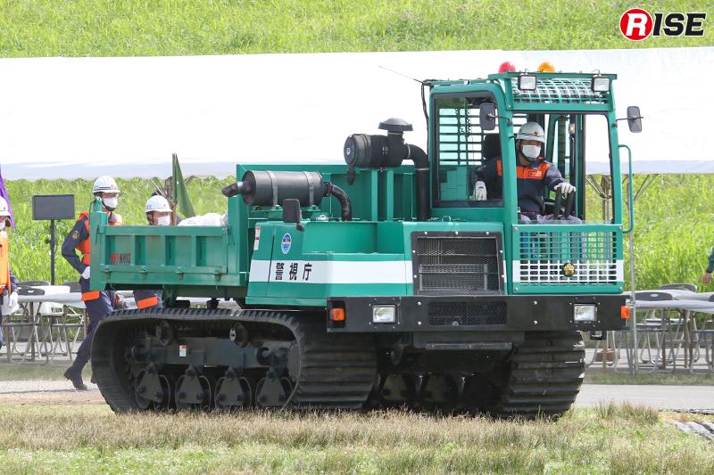 【避難誘導・水防工法訓練】災害用不整地運搬車などが活動をサポート。