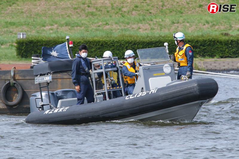 【浸水家屋・漂流者の救出救助訓練】漂流者の救出には東京海上保安部の複合艇も参加。